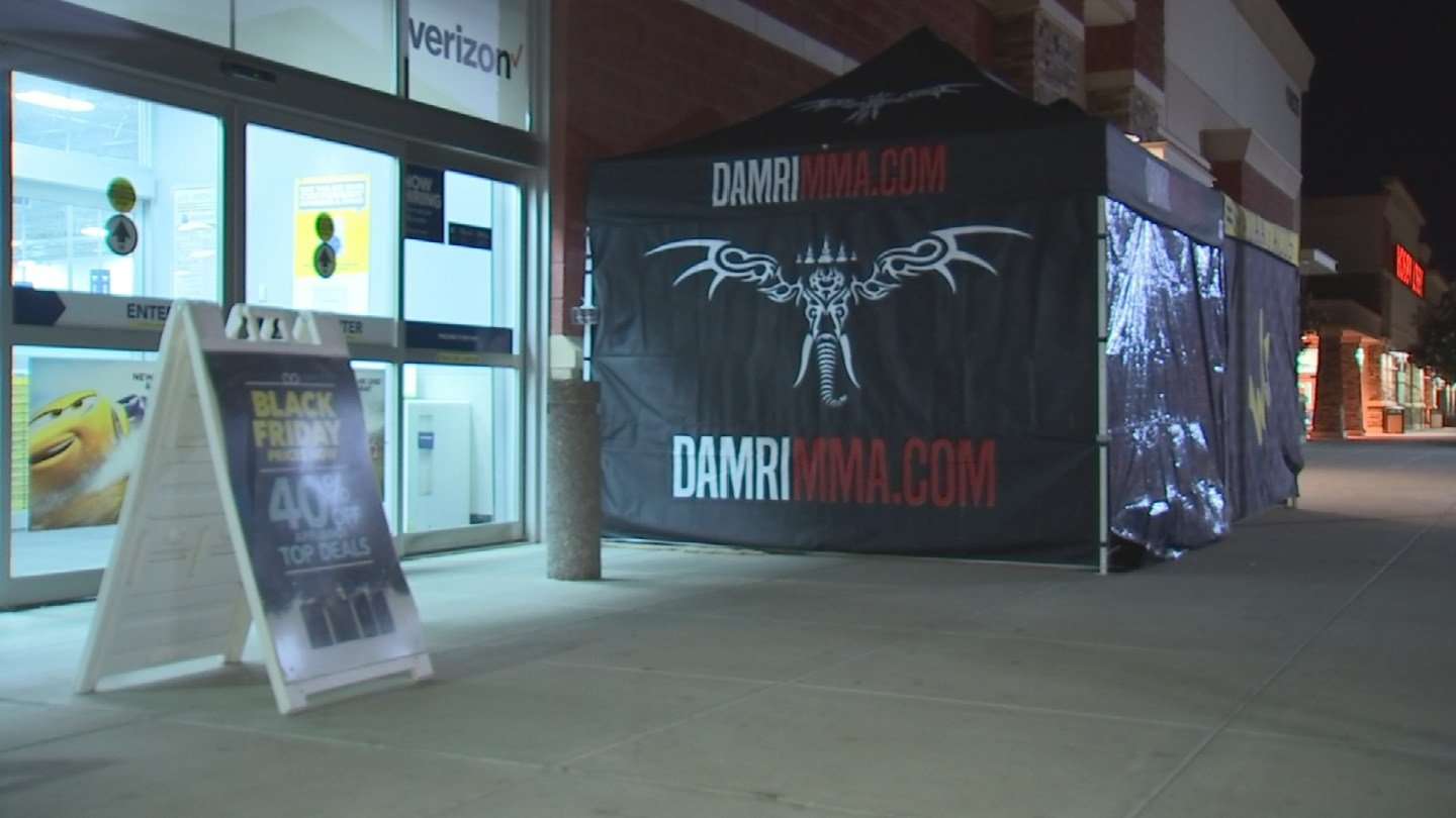 A man is camped out early in front of an Avondale Best Buy for Black Friday, a spot he frequents every year. (Source: 3TV/CBS 5)