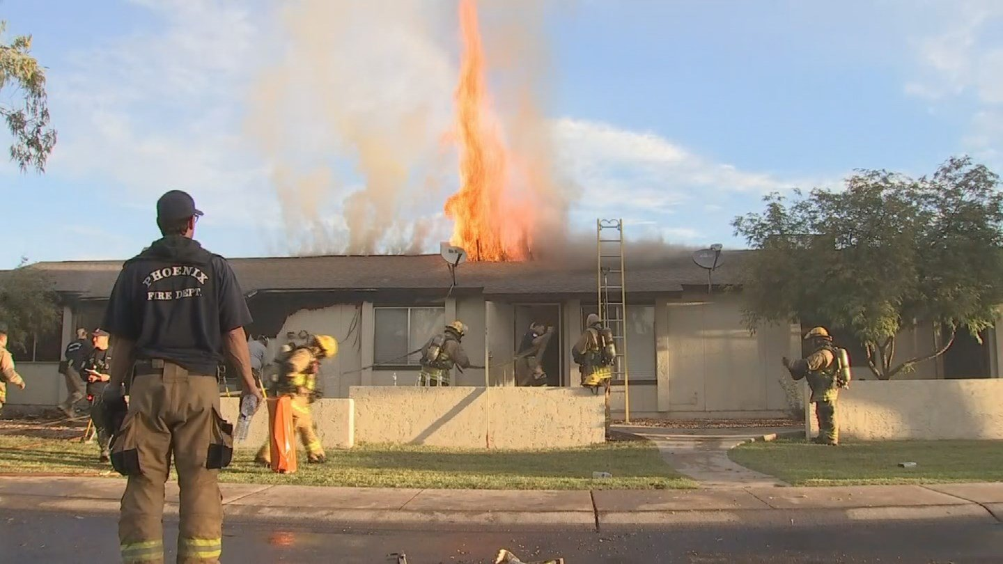 Firefighters quickly battled an early Wednesday morning apartment fire in Phoenix, fire officials said. (Source: 3TV/CBS 5)