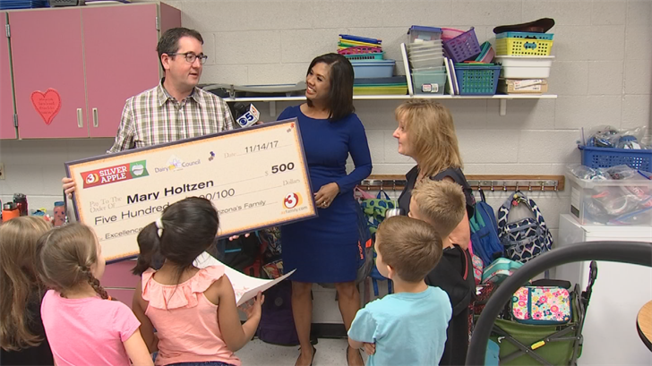 Along with her award, Holtzen also received a $500 check from the Arizona Milk Producers. (Source: 3TV)