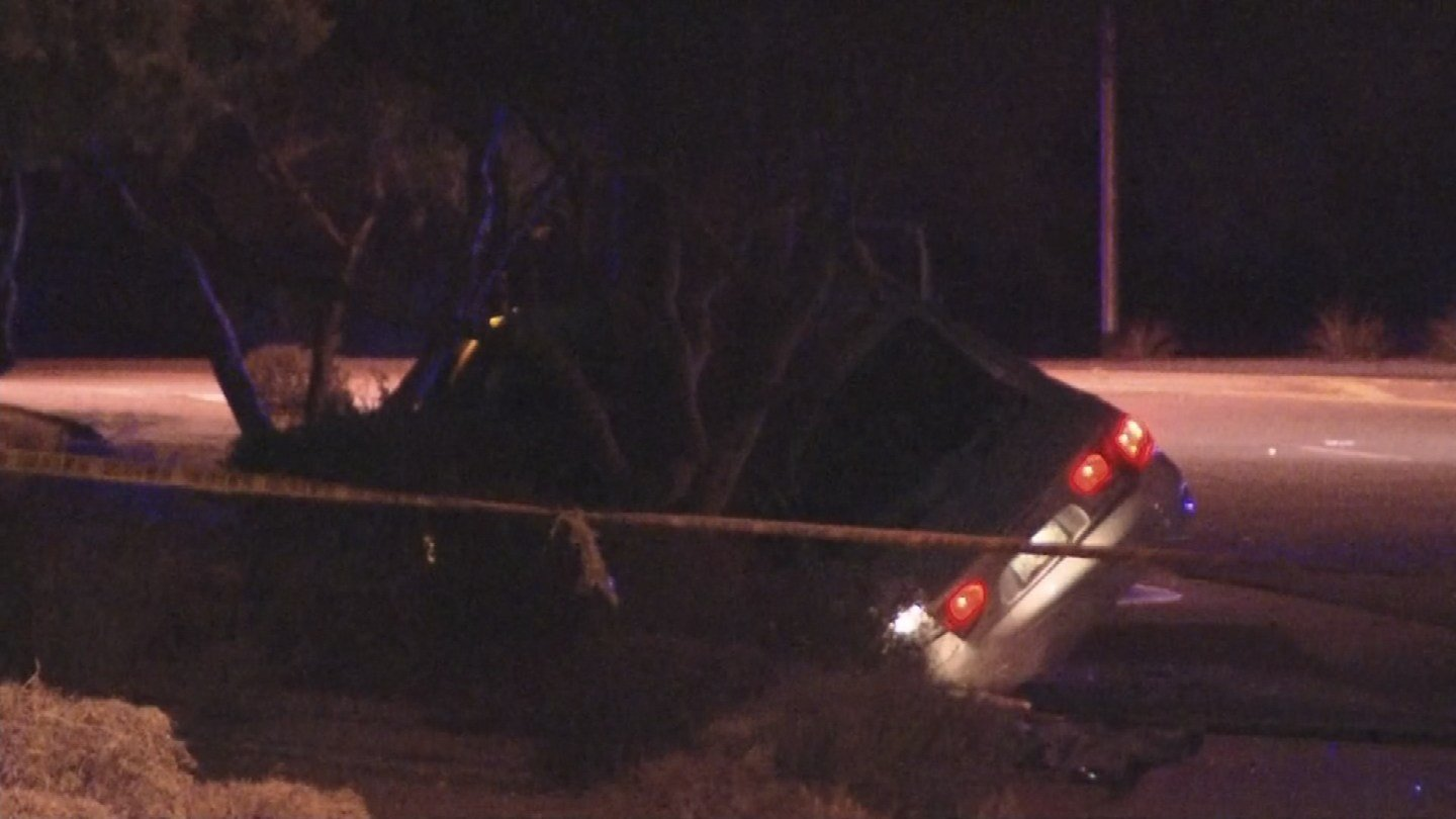 A single-vehicle crash has left one woman dead and a man seriously injured in Phoenix. (Source: 3TV/CBS 5)