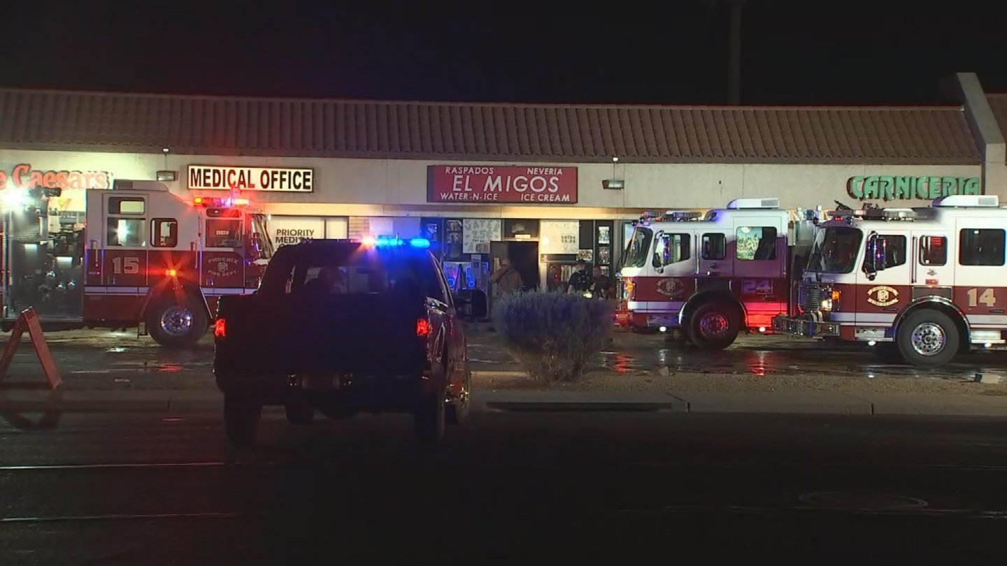 Phoenix firefighters extinguished an early morning restaurant fire at a strip mall on Wednesday. (Source: 3TV/CBS 5)