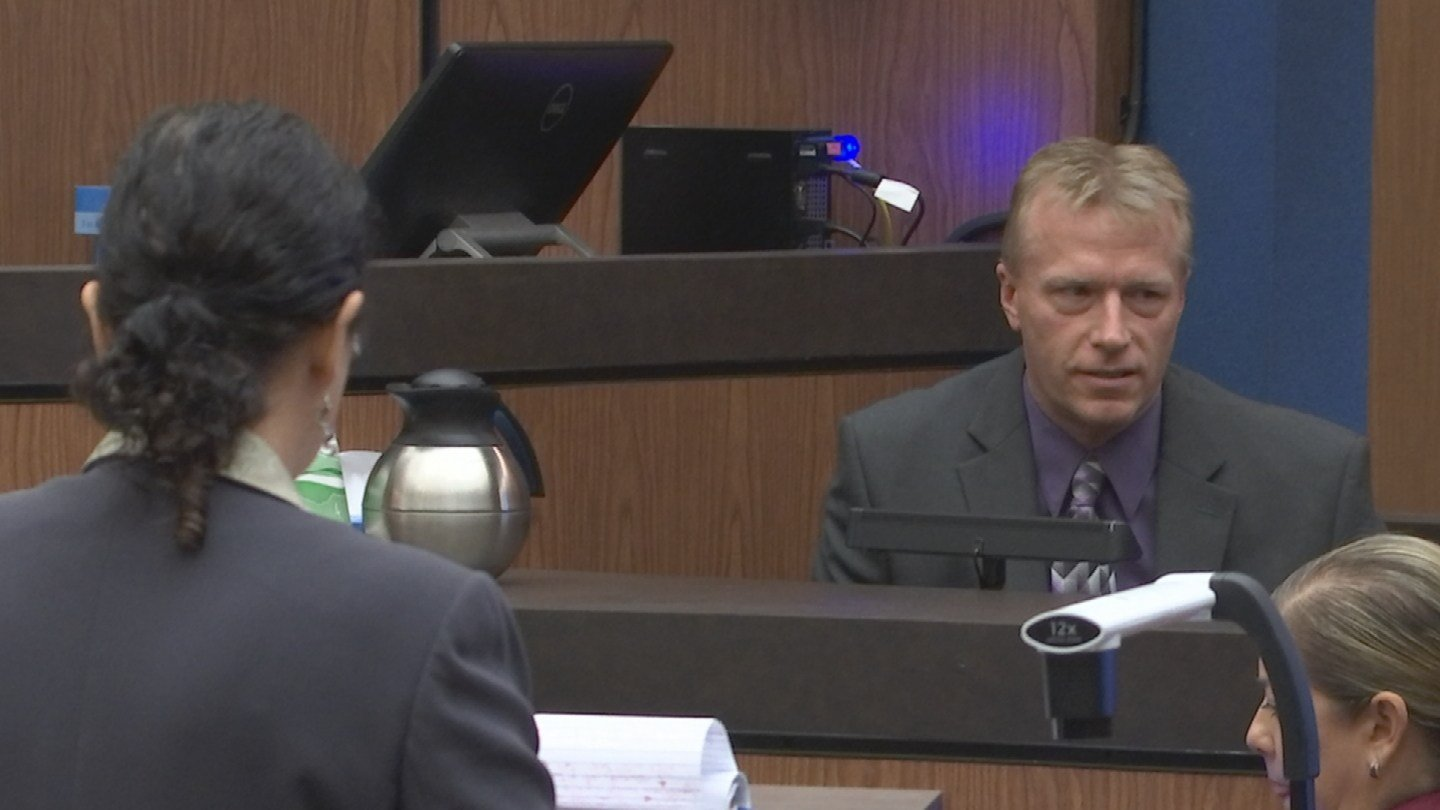 Det. Paul Sipe under cross examination. 27 nov. 2017 (Source: 3TV/CBS 5 News)