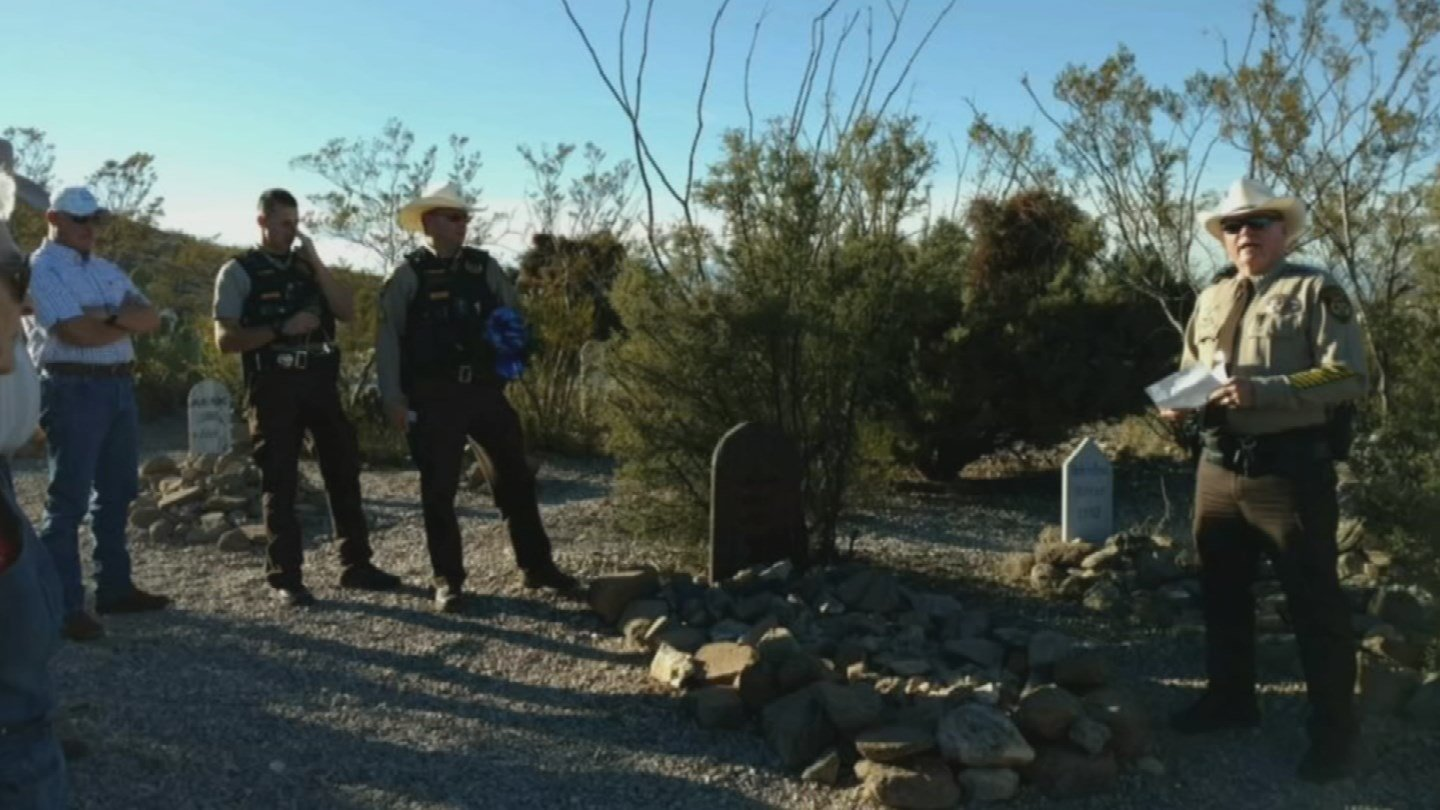 Wreaths will be placed at the graves of fallen Arizona officers. 27 Nov. 2017 (Source: 3TV/CBS 5 News)