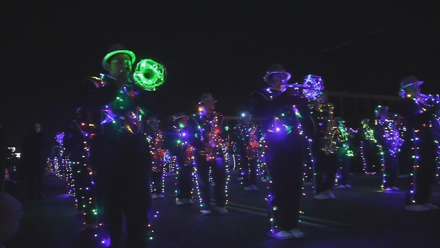 For over three decades, the APS Electic Light Parade has been a holiday staple in Phoenix. (Source: 3TV/CBS 5)