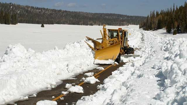 A snowplow clears State Route 67 in the spring. (Source: Arizona Department of Transportation)