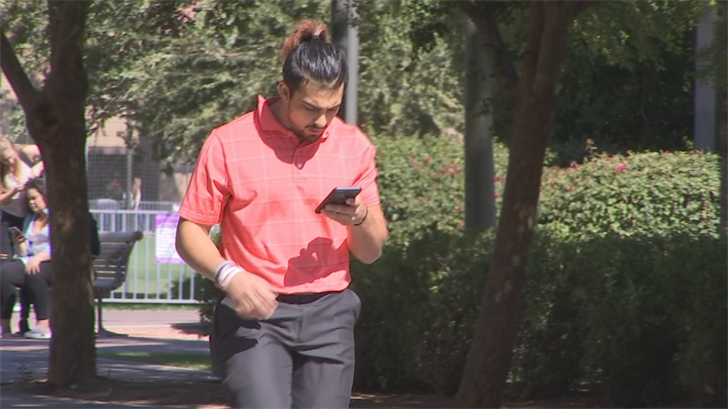 More experts agree that cellphone addiction is real. (Source: 3TV)
