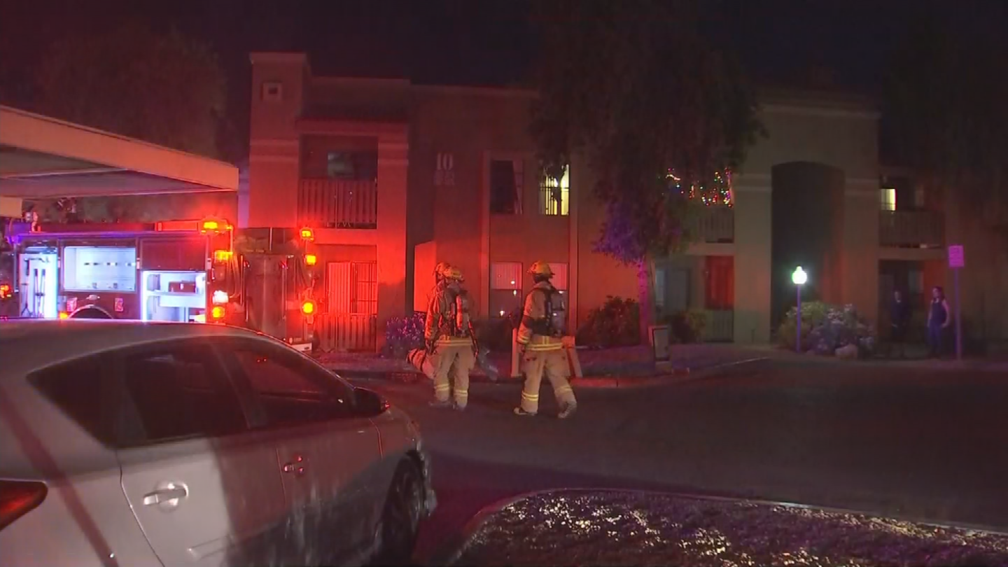 Almost two dozen people are displaced in north Phoenix after a second-floor apartment caught fire overnight. (Source: 3TV/CBS 5)