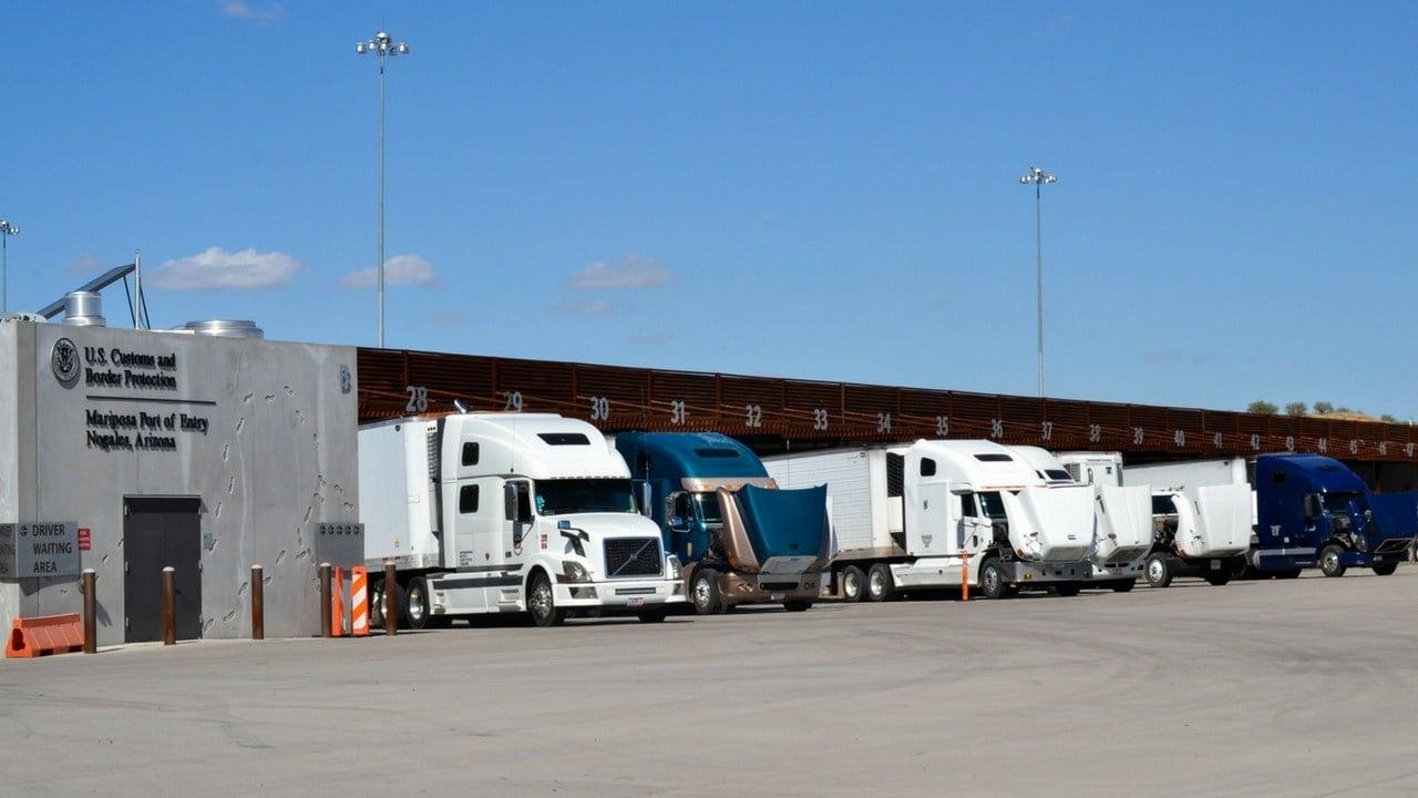 Trucks wait at the Mariposa Port of Entry in Nogales, Arizona. (Photo by Andrea Jaramillo Valencia/Cronkite News)