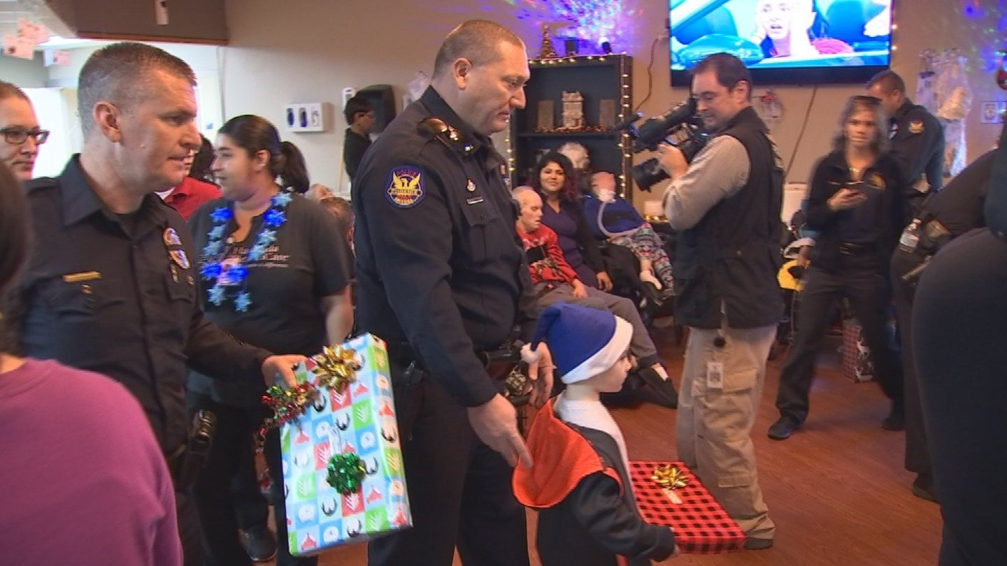 Phoenix PD delivers holiday cheer to residents of Hacienda Health Care (Source; 3TV/CBS 5)