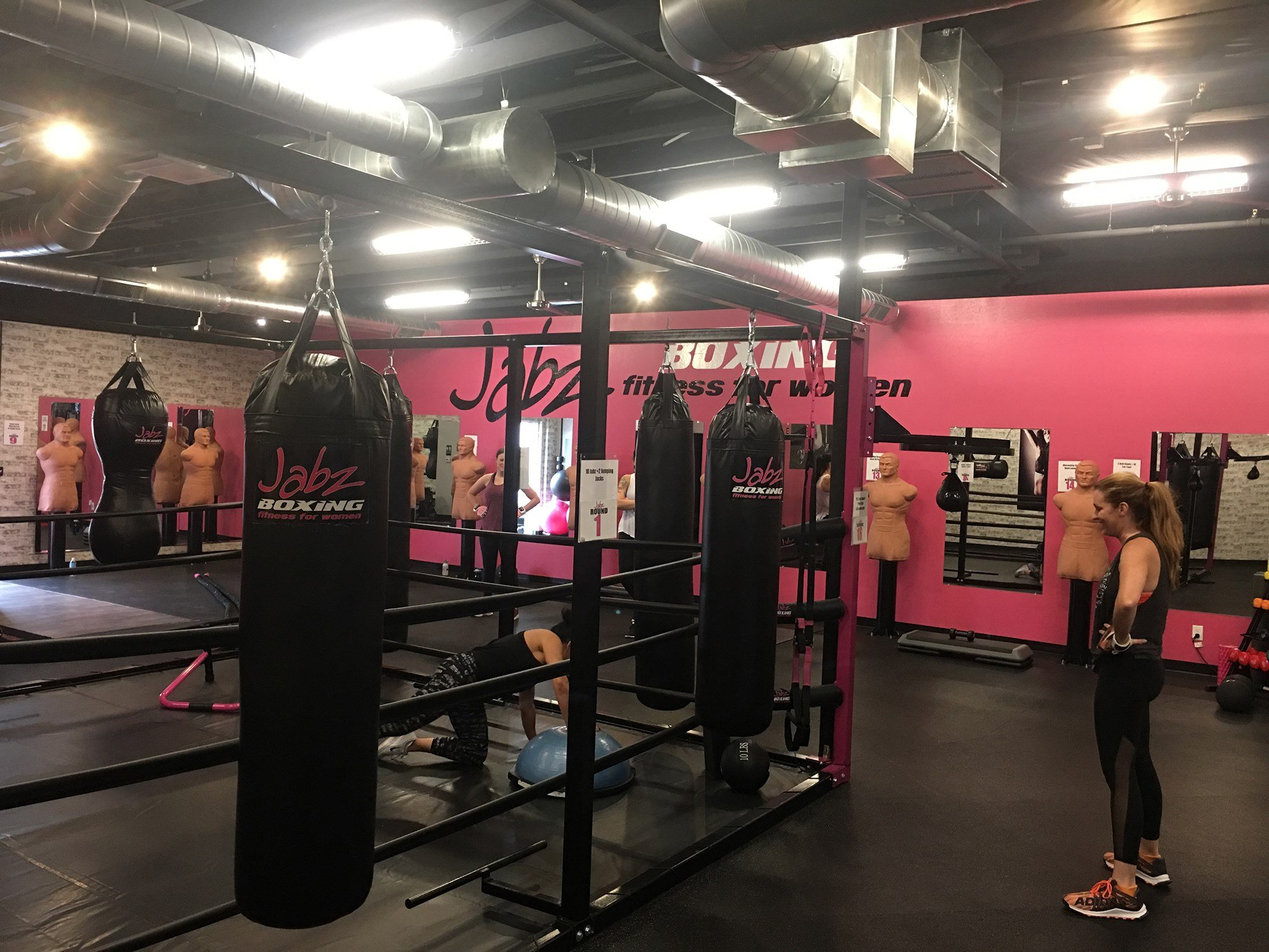 Over the past several years, women-only fitness facilities have exploded in popularity. Jabz Boxing in the Arcardia neighborhood of Phoenix is part of a franchise. (Source: Tim Johns/Cronkite News)