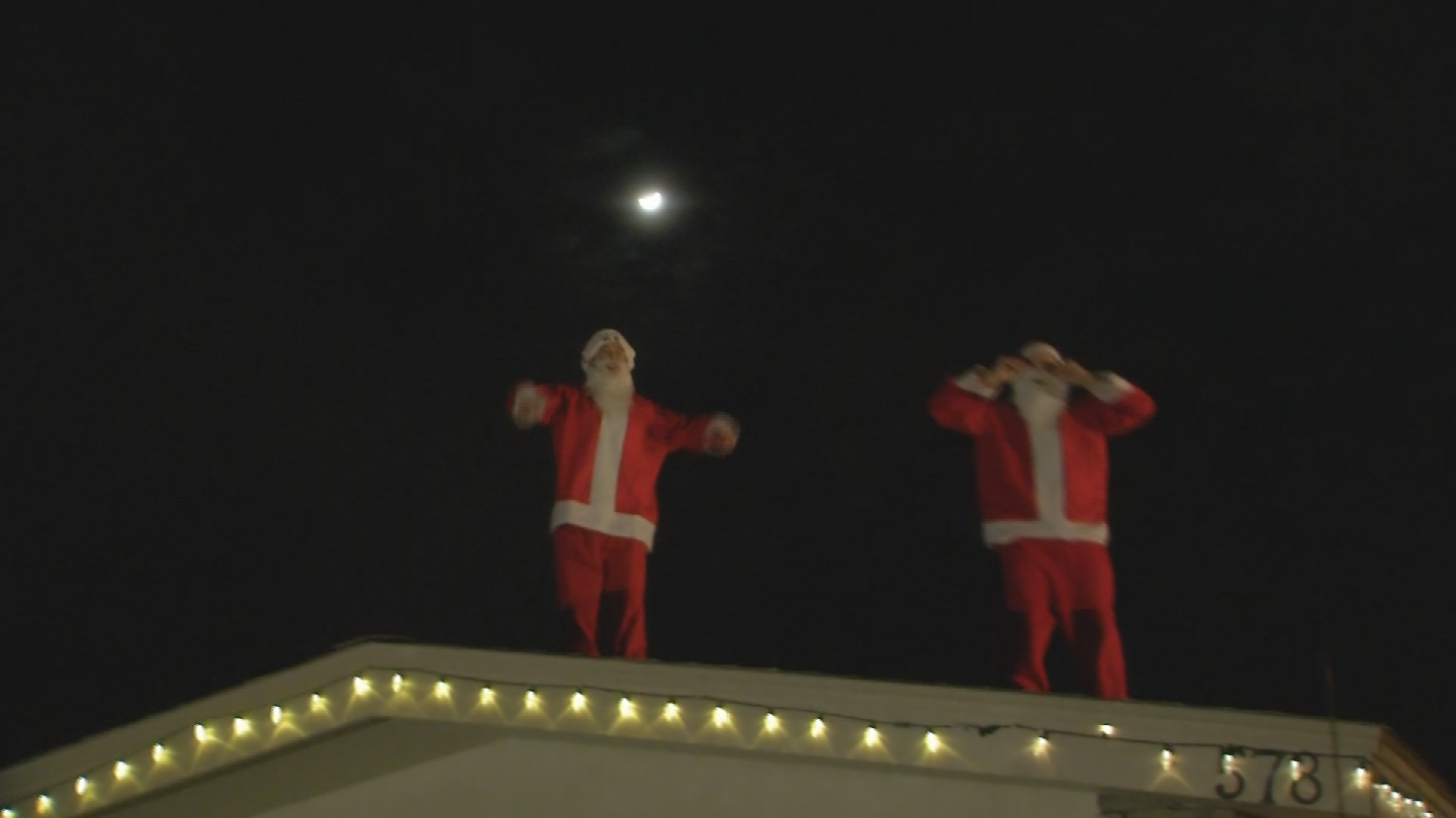 The free Christmas Eve spectacle started at 7 p.m. and lasted until just after 10 p.m. (Source: 3TV/CBS 5)