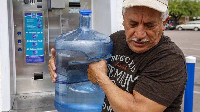 Francisco Tavira, 62, earns $12 an hour at Sierra Sun Landscaping in Tempe and spends about $20 a month to refill his water bottles. (Source: Andrea Jaramillo Valencia/News21)