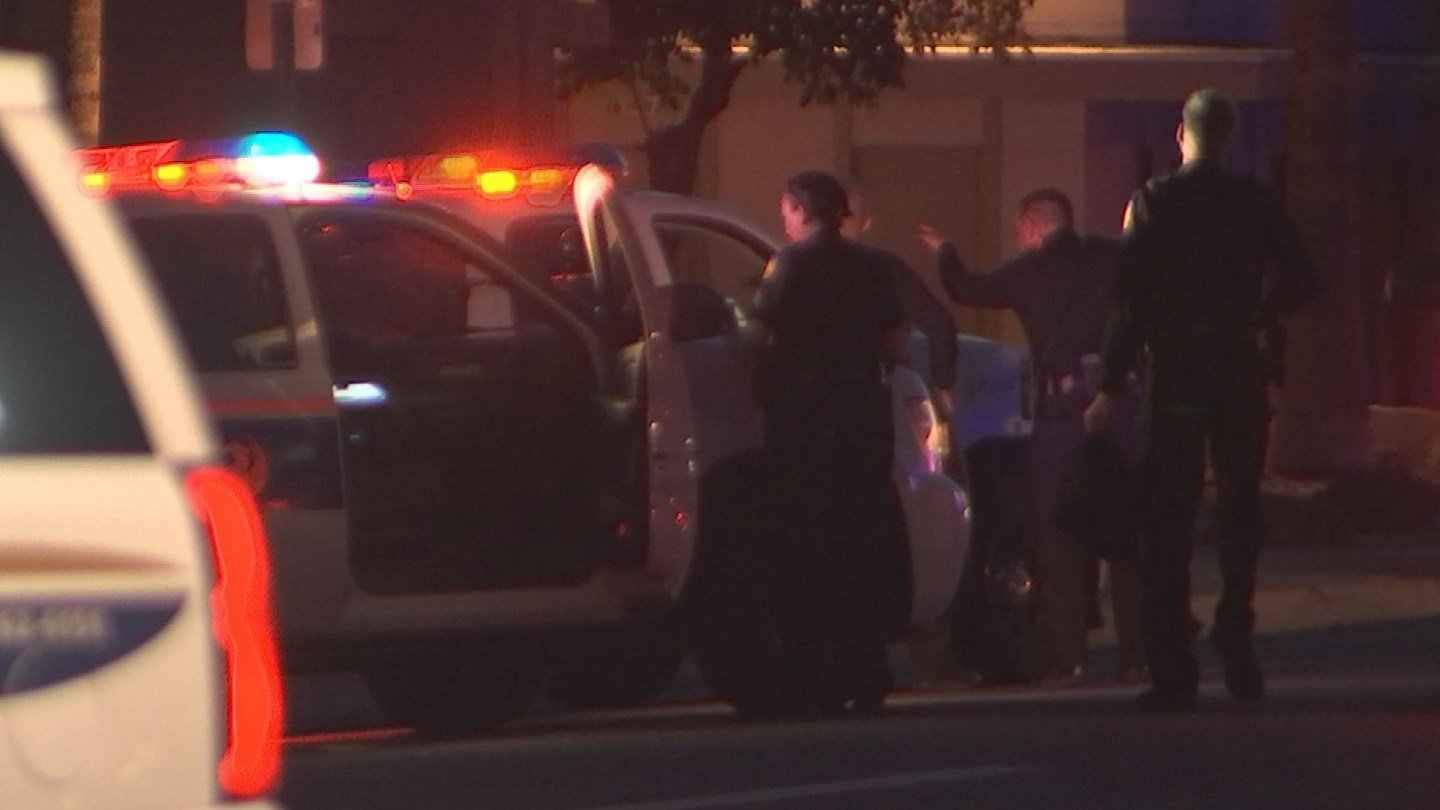 Phoenix police officers on scene near 15th Ave. and missoouri Ave. 30 Dec. 2017 (Source: 3TV/CBS 5 News)