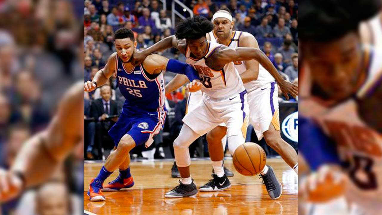 Phoenix Suns forward Josh Jackson, front right, battles with Philadelphia 76ers guard Ben Simmons (25) for a loose ball during the first half of an NBA basketball game Sunday, Dec. 31, 2017, in Phoenix. (Source: AP Photo/Ross D. Franklin)