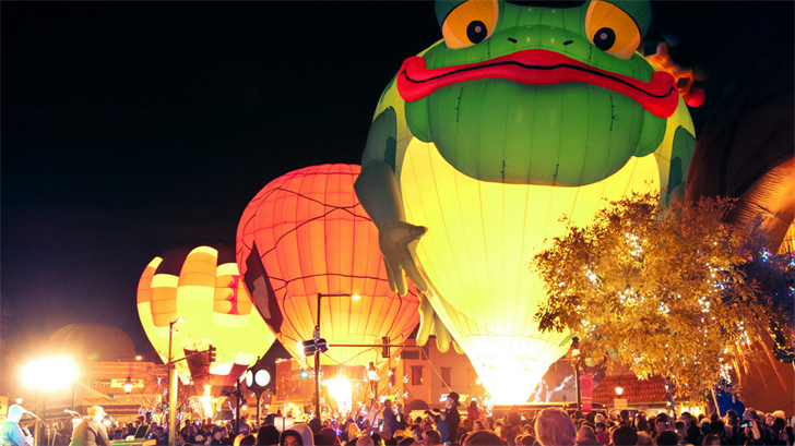 The Glitter & Glow Block Party will have downtown Glendale packed with more than 80,000 people as over 20 glowing hot air balloons light up the sky. (Source: Glitter & Glow)