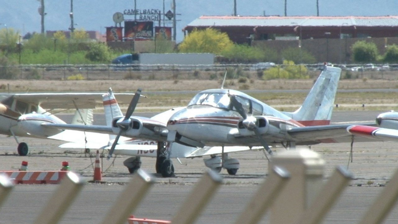 A plane sits at Glendale Municipal Airport. (Photo by Justin McDuffie/Cronkite News)