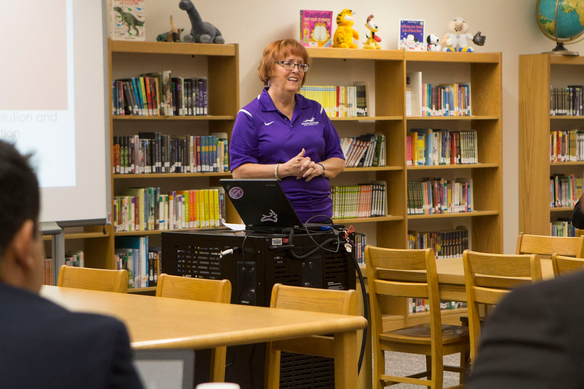 Jennifer Johnson discussed stress and conflict for school principals and superintendents at a session at Mountain Shadows Elementary School. (Photo by Paola Garcia/Cronkite News)