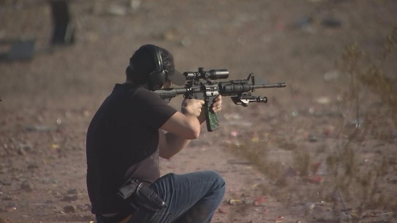 A gun enthusiast shooting an AR15. 15 Jan. 2018 (Source: 3TV/CBS 5 News)