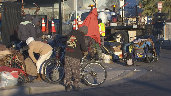 "The homeless, who police say they have a good relationship with, grab what they can, put it in a bag or in their carts and leave the block with the ""cleaning crew"" comes through. (Source: 3TV/CBS 5)"