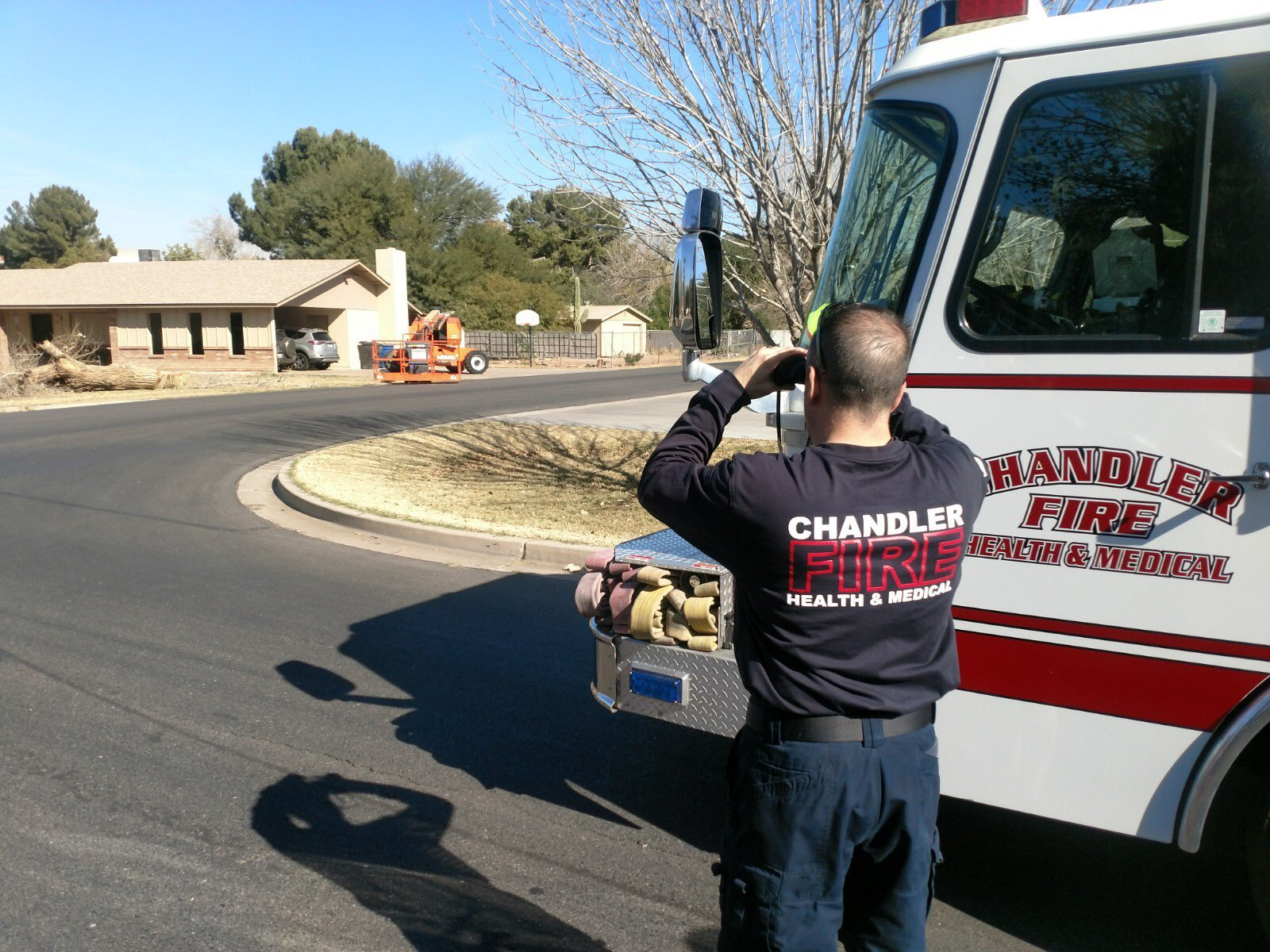 Fire crews sprayed foam on the bees. 26 Jan. 2018 (Source: Chandler Fire and Medical Dept.)