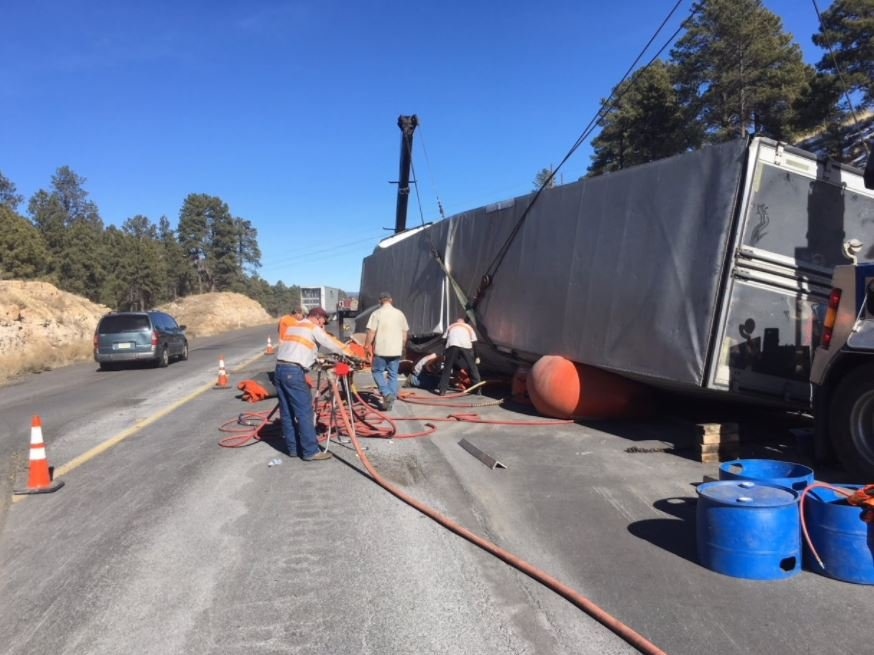 A tractor trailer rolled over on I-40 near Flagstaff. 27 Jan. 2018 (Source: ADOT)