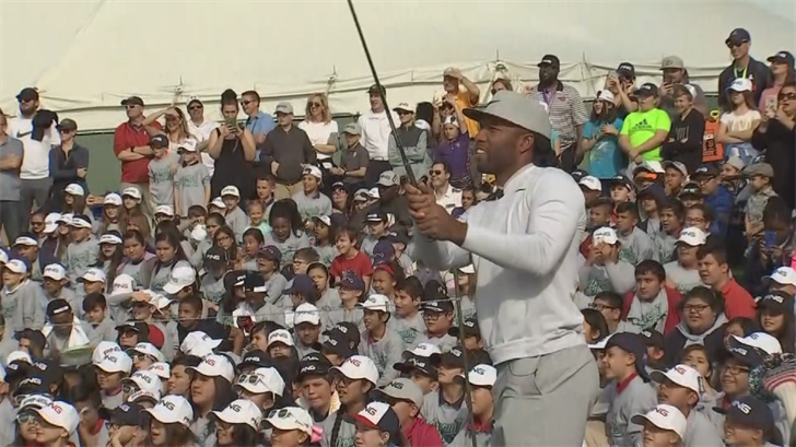 Kids got to see Larry Fitzgerald upclose. (Source: 3TV/CBS 5)