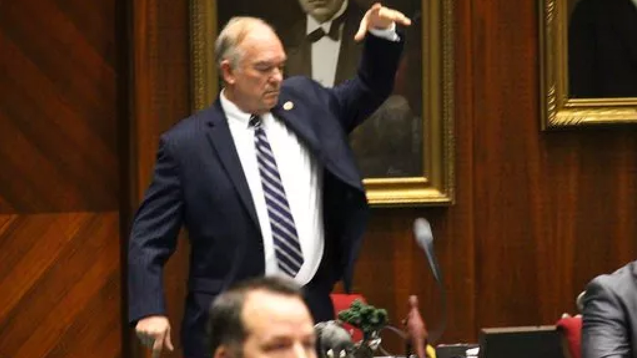 Arizona Republican state Rep. Don Shooter drops his mic after voting no on a resolution expelling him from the Arizona House for a pattern of sexual harassment in Phoenix, Ariz., Thursday, Feb. 1, 2018. (Source: AP Photo/Bob Christie)