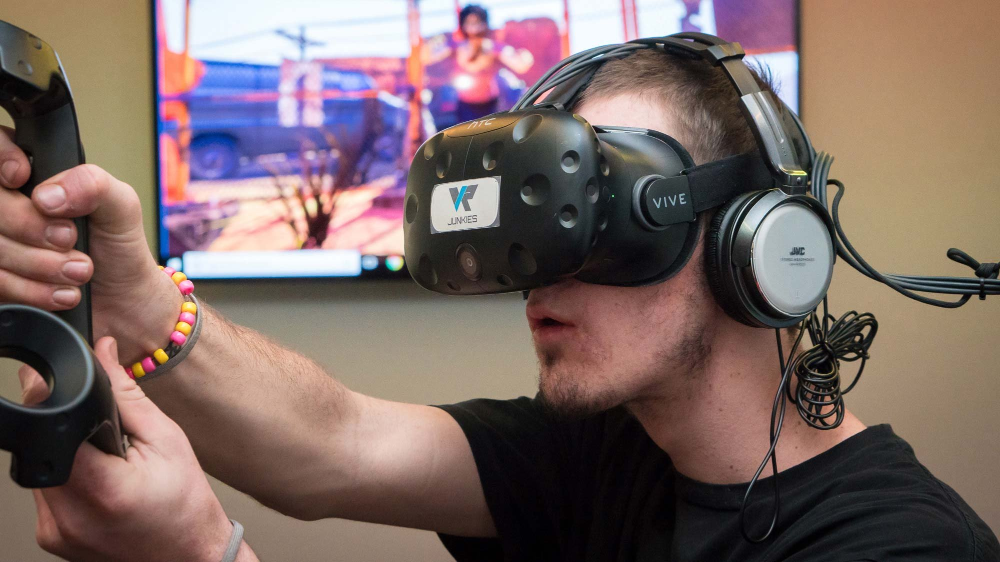 Tyler Powell got to play VR games that he previously had only played on a PC. (Source: Daria Kadovik/Cronkite News)