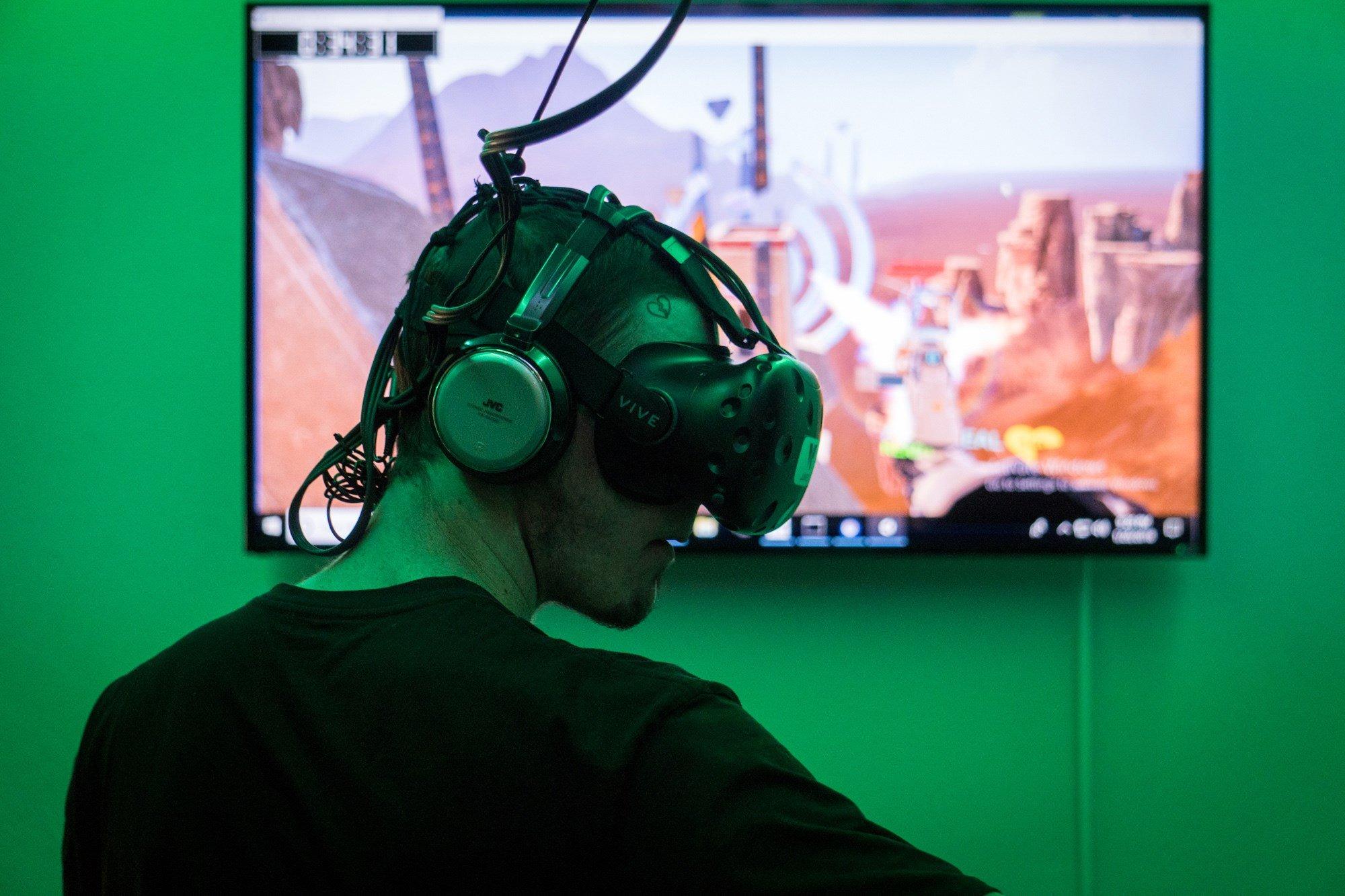 """Tyler Powell, a first-time VR player, paid $1 per minute to be fully immersed in the game """"Skyfront"""" with his friends. (Source: Daria Kadovik/Cronkite News)"""