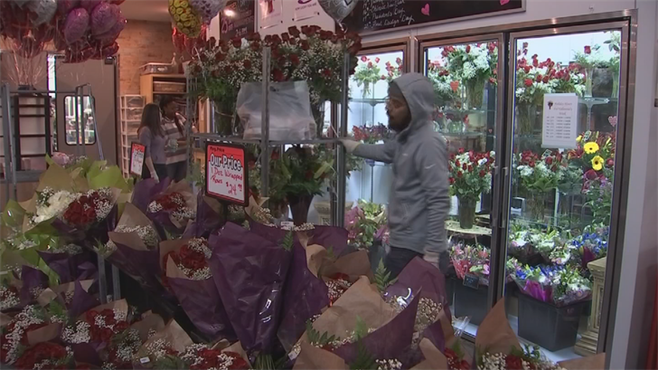 Seasoned floral designers have to move at a fast pace. (Source: 3TV/CBS 5)