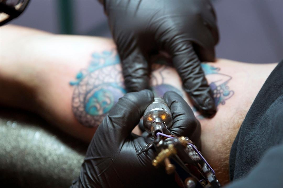 Tattoo artist Manny Hernandez of 27 Tattoo Studio in downtown Phoenix says he takes extra precautions to ensure the safety and health of his customers. (Source: Maddy Ryan/Cronkite News)