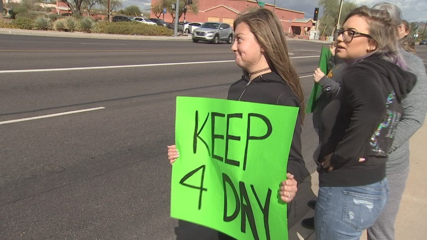 The protesters want to keep a 4-day school week in place. (Source: 3TV/CBS 5 News)
