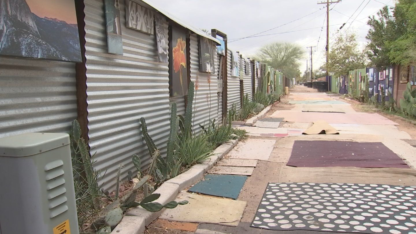 Scott Borchardt and his wife Anita Puntney have turned their once-neglected alley into an art gallery. (Source: 3TV/CBS 5)