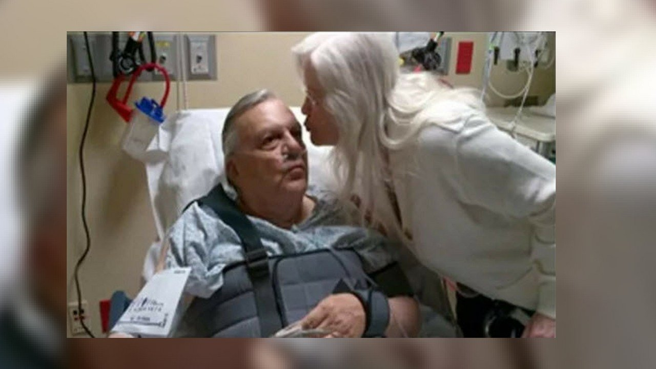"""My wife Ava is showing her love after my fall,"" Arpaio said in a tweet. (Source: twitter@RealSheriffJoe)"