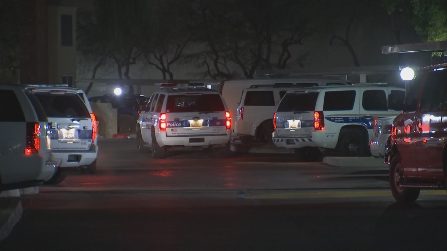 Police say a man in his 30s was stabbed at a party early Friday morning in a Phoenix apartment. (Source: 3TV/CBS 5)