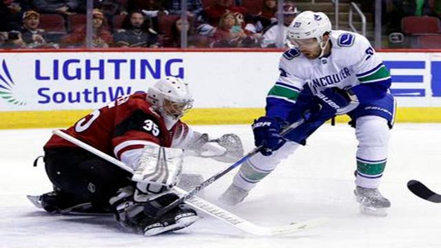 Jacob Markstrom's first start in five games was a successful one, and his 42 saves helped the Vancouver Canucks beat the Arizona Coyotes 3-1 on Sunday night. (Source: AP Photo)