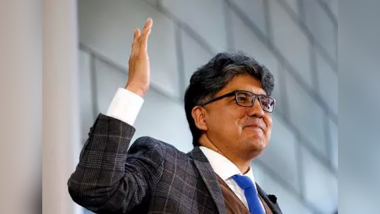 Sherman Alexie gives the keynote address at a celebration of Indigenous Peoples' Day at Seattle's City Hall. Alexie has issued an apology amid anonymous allegations of sexual misconduct that surfaced on the internet. (Source: Elaine Thompson/AP)