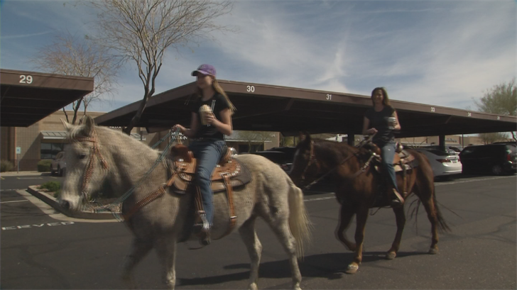 Aspen and Tandy Cline get Starbucks on their horses. (Source: 3TV/ CBS 5)