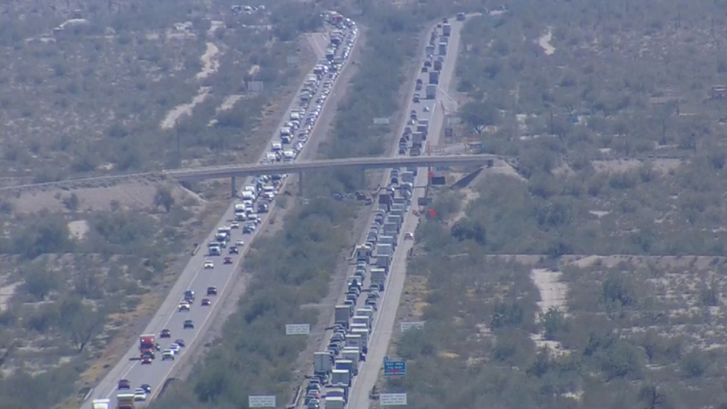 The delays quickly mounted along the crash site. (Source: 3TV/CBS 5 News)