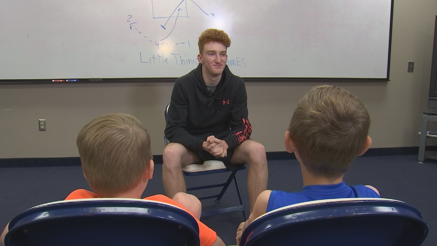 Nico Mannion gets grilled by sportscaster's sons, Greer and Charlie McClune. (Source: 3TV/CBS 5)