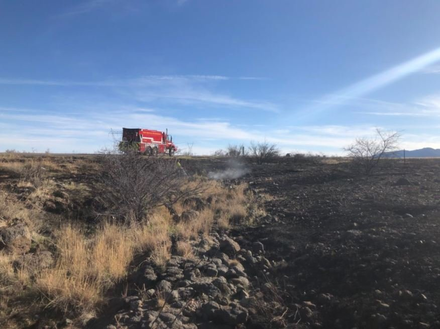 The brush fire briefly closed the I-17 southbound lanes. (Source: Daisy Mountain Fire Department)