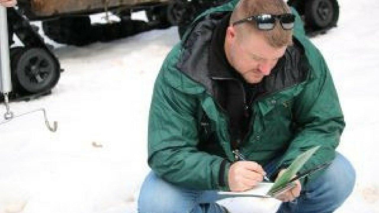 USDA-NRCS engineer Travis Kolling takes down numbers as he measures snow in Arizona. (Photo by Casey Kuhn/KJZZ)