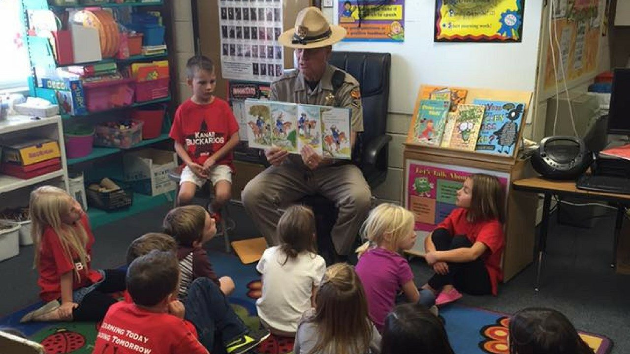 Officer Gilberg didn't spend all his time on the highways, here he reads to local school kids. (Source: AZDPS)