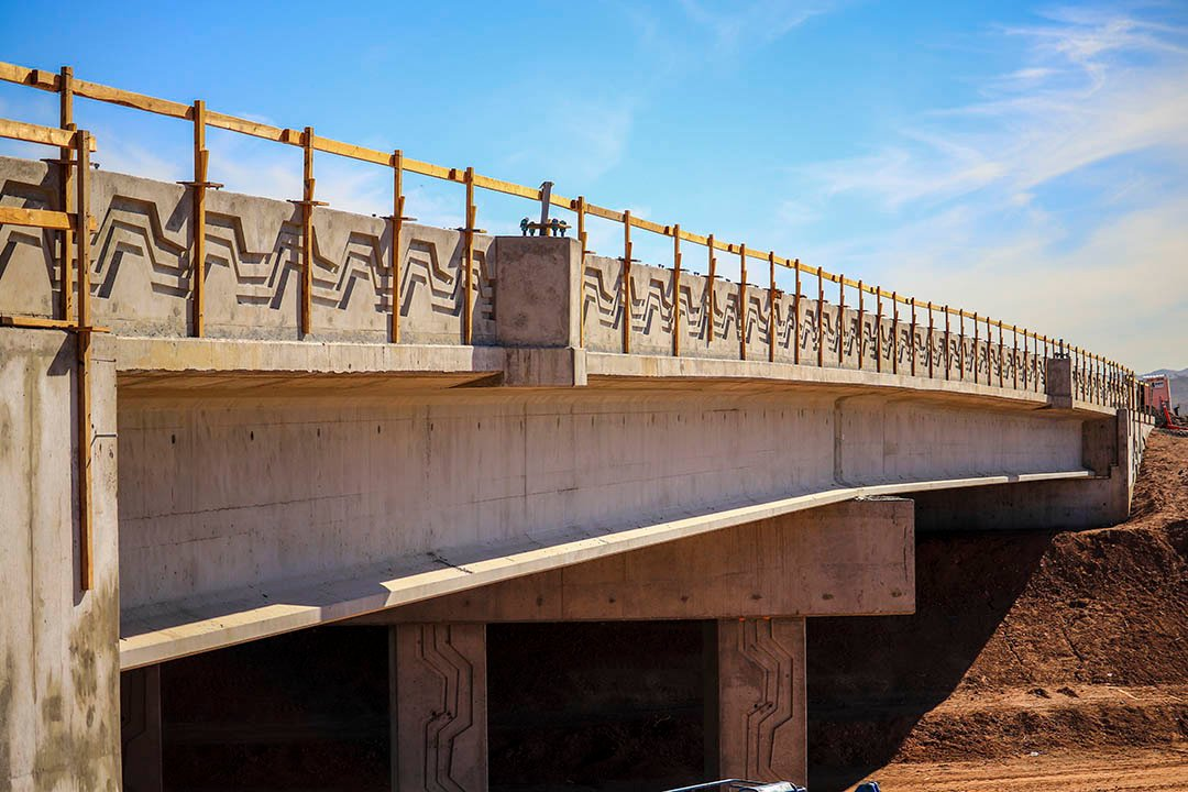 This closure, which detoured drivers to Dobbins Road between 59th and 75th avenues, allowed for crews to quickly finish one of the 13 interchanges for the South Mountain Freeway. (Source: ADOT)