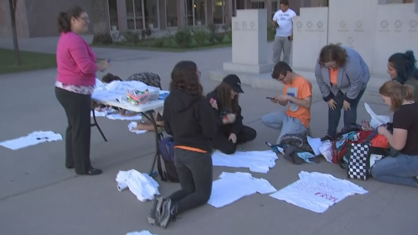 March For Our Lives Phoenix sets up a visual of 73 t-shirts to represent children killed by gun violence since the Parkland shooting. The group cites GunViolenceArchive.org for that number. (Source: 3TV/CBS 5)