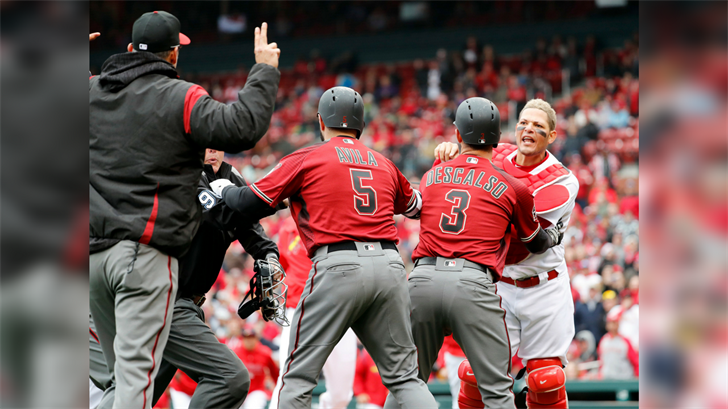 St. Louis Cardinals catcher Yadier Molina, right, is held back by Arizona Diamondbacks' Daniel Descalso (3) and Alex Avila (5) as he yells at Diamondbacks manager Torey Lovullo. (Source: AP Photo/Jeff Roberson)