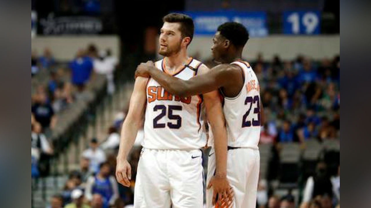 Phoenix Suns forward Alec Peters (25) and Danuel House Jr. (23) celebrate after their NBA basketball game against the Dallas Mavericks in Dallas, Tuesday, April 10, 2018. (Source: AP Photo/Tony Gutierrez)