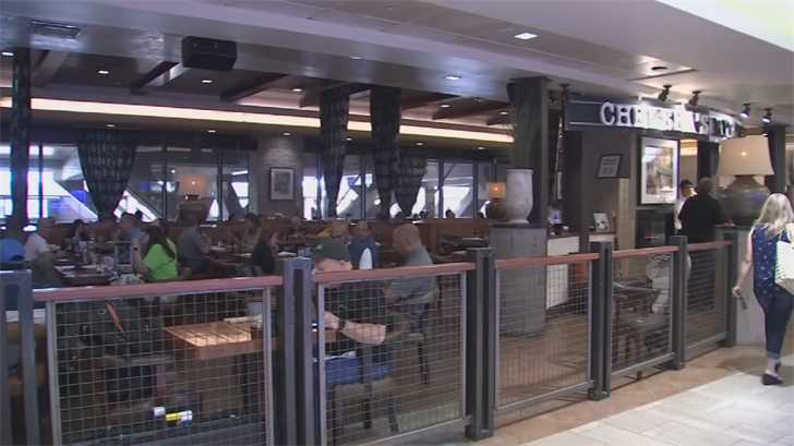 Airport restaurants were slammed with a crazy number of customers. (Source: 3TV/CBS 5)