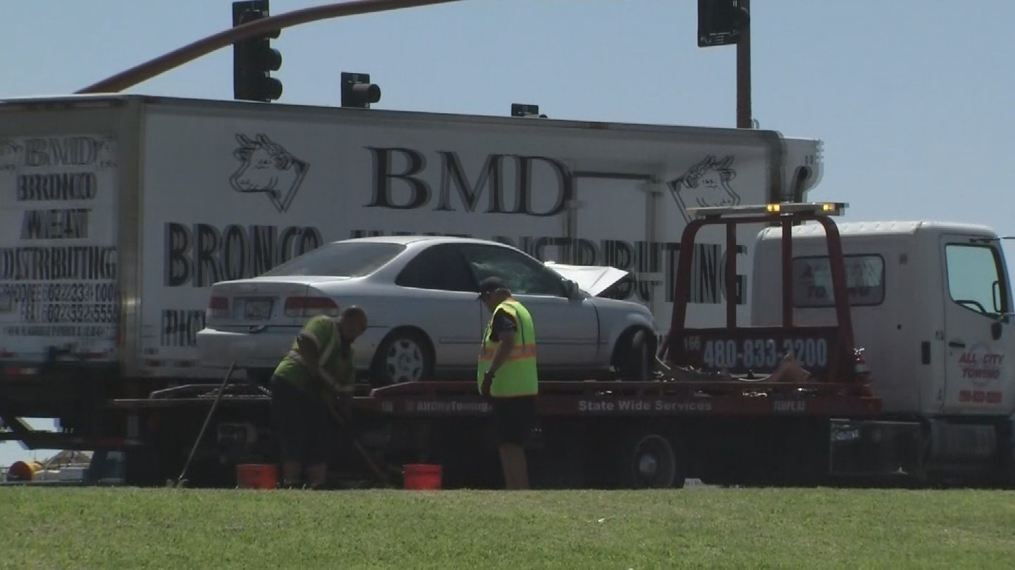 PD: Car that hit Waymo minivan in Chandler ran a red light