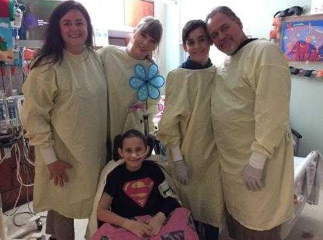 Taylor Swift visits 8-year-old Phoenix burn survivor in hospital